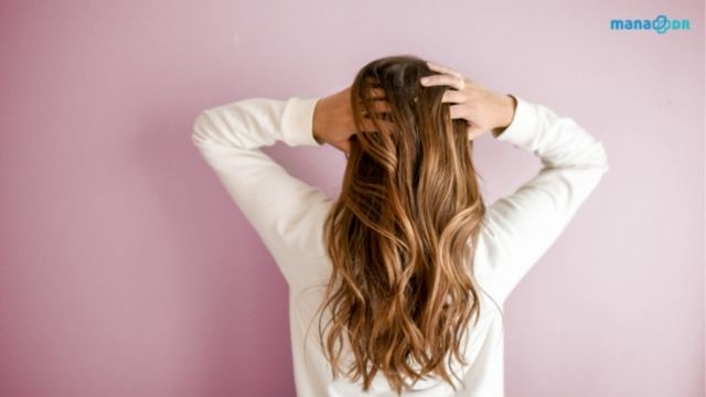 Oily scalp: Causes and Treatment